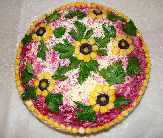 Фото с украшением салатов