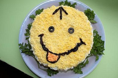 http://vkus.3dn.ru/Salatikas/Kolbasa/Salat_Smailik.jpg